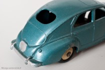 Peugeot 203 berline - Dinky Toys 24R - 1ère variante - petite lunette arrière et bouchon d'essence rond