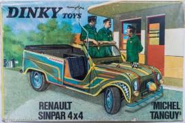 Renault 4 Sinpar de Tanguy et Laverdure - Dinky Toys réf. 1406 - Un boîtage original qui reprend une scène de la série télévisée