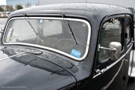 Citroën Traction 15-six 1952, pare-brise vertical et essuies-glace en haut