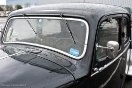 Citroën Traction 15-six 1952, pare-brise vertical et essuies-glace en haut