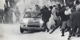 Peugeot 205 Turbo 16 - Vainqueur Rallye de Monte Carlo 1985 - Vatanen un peu large