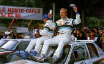 Peugeot 205 Turbo 16 - Vainqueur Rallye de Monte Carlo 1985 - Vatanen au verre de lait - Harryman au Champagne