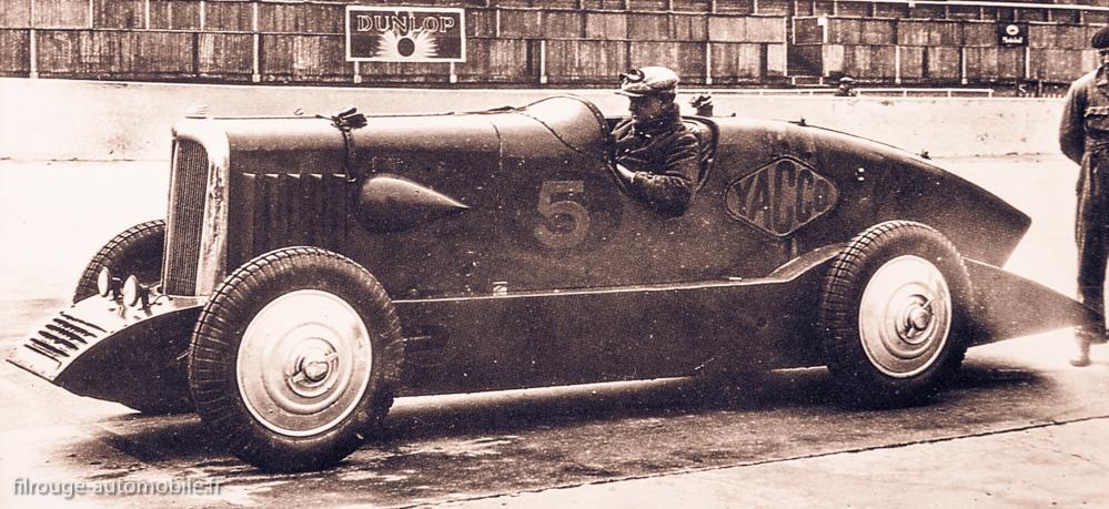 La Rosalie V des records sur le circuit de Montlhery en 1933 - Avec n°5 et publicité Yacco