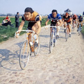 PARIS/ROUBAIX 1974, Eddy Merckx, la course en tête - expo 70 ans Merckx - Ickx / crédit organisateur
