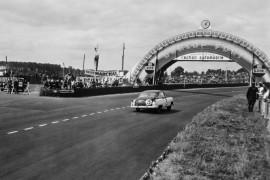 24 Heures du Mans, passerelle pneu Dunlop en 1950 (crédit ACO)
