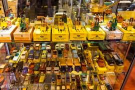 Vitrine de Dinky Toys de la boutique AVI à Rétromobile