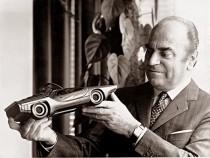 Giovanni Bertone et la maquette de l'Alfa Romeo Carabo Bertone