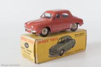 Renault Dauphine - Dinky Toys 524 - variante n°4 - avec vitres et jantes concaves