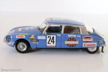 Dinky Toys530 -Citroën DS23 - modèle modifié donc un code 3