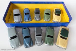 Coffret cadeau tourisme Dinky Toys de 1955 - Coffret et voitures Atlas et Dinky Toys originales devant