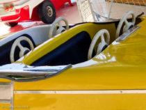 Voiture de manège - années 1960 - quatre volants pour le bonheur de quatre enfants