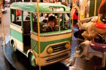 Voiture autocar de manège - années 1960
