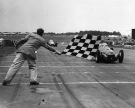Arrivée du Grand Prix d'Angleterre 1950 - Alfa Roméo 158 / Giuseppe Farina