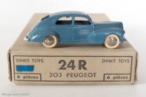 Dinky Toys 24R - Peugeot 203 berline - grande lunette arrière - sur boite de six