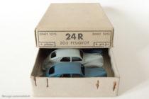 Dinky Toys 24R - Peugeot 203 berline - sur boite de six