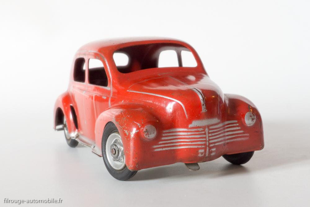 un jouet ancien c i j la renault 4 cv filrouge automobile. Black Bedroom Furniture Sets. Home Design Ideas