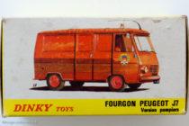 Peugeot J7 pompier Dinky Toys - boite illustrée par GA