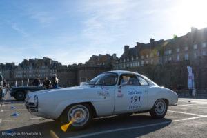 Tour Auto Optic 2000 de 2017 - Alfa Roméo Giulia Sprint Spéciale au pied des remparts de St Malo