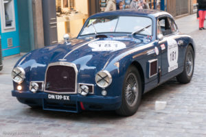 Tour Auto Optic 2000 de 2017 - Aston Martin DB2 dans la ville de St Malo