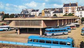 La gare routière de Rennes avec des autocars Chausson, début années 1960