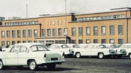Simca reprend l'usine de Poissy et les Vedette Versailles