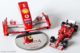 Maquette du nez de la Ferrari F2004 au 1/12ème par Amalgam et Ferrari F2004 au 1/43ème par Hot Wheels