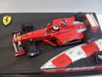 Ferrari F399 de 1999 - Mickaël Schumacher - Hot Wheels au 1/43ème sur son support de présentation