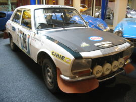 Peugeot 504 berline, vainqueur du Safari Rally 1975