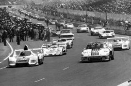 Porsche 935-002 (R16) au départ des 24 Heures du Mans 1976