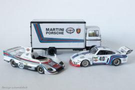 Porsche 935 de 1976 (Solido) et Porsche 936 de 1976 (Starter) devant le camion atelier Mercedes Benz LP 608 (Shuco)