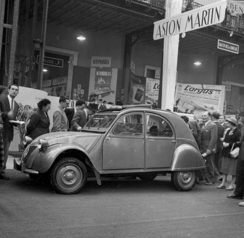 La 2 CV A au Salon de l'auto de Paris 1950