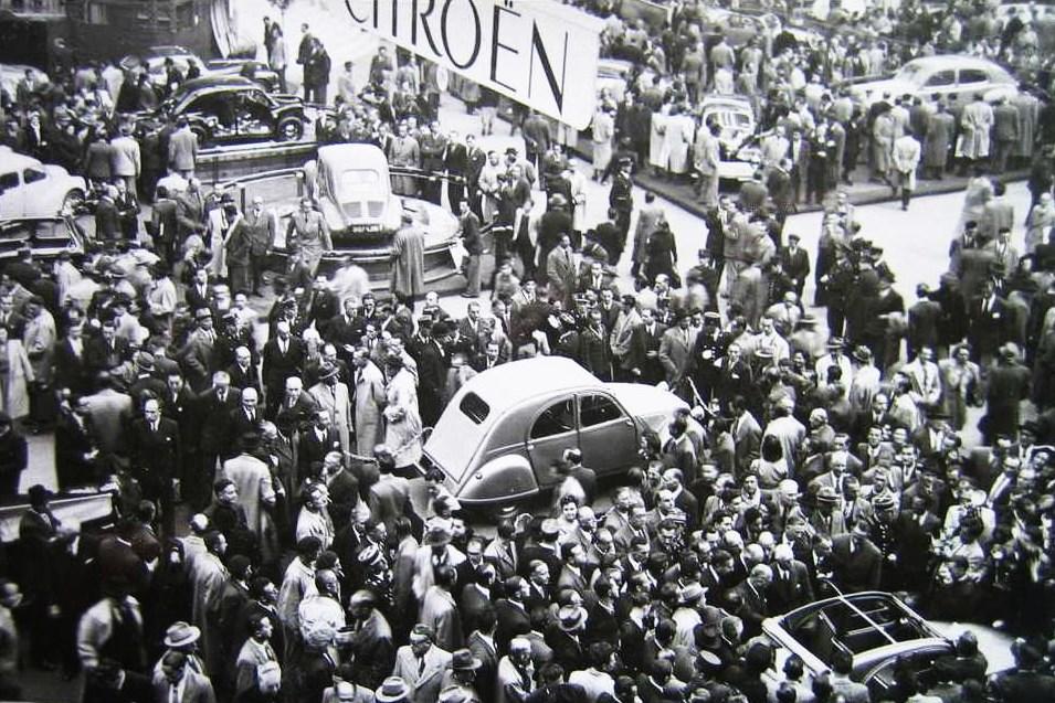 La 2 CV A au Salon de l'auto de Paris 1949
