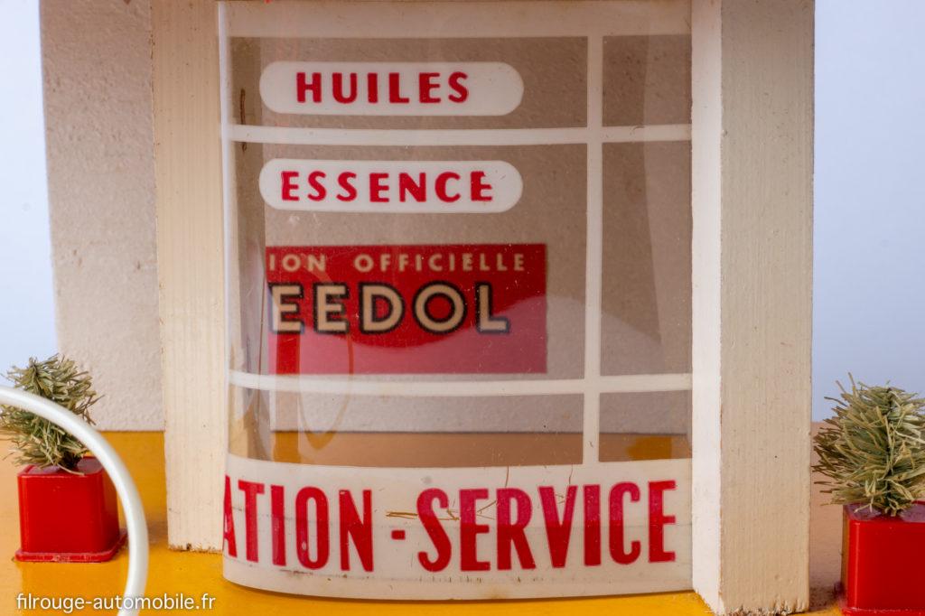 Station-service Relais Atomic - détail