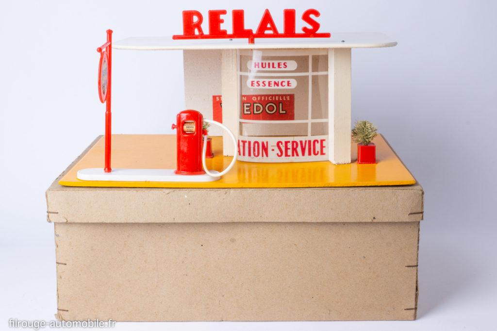 Station-service Relais Atomic - Sur sa boite d'origine