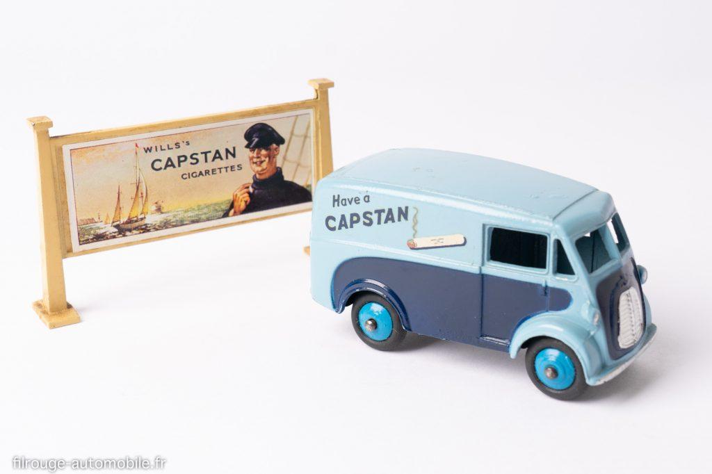 Morris J Capstan - Dinky Toys réf. 465 avec panneau d'affichage Hornby