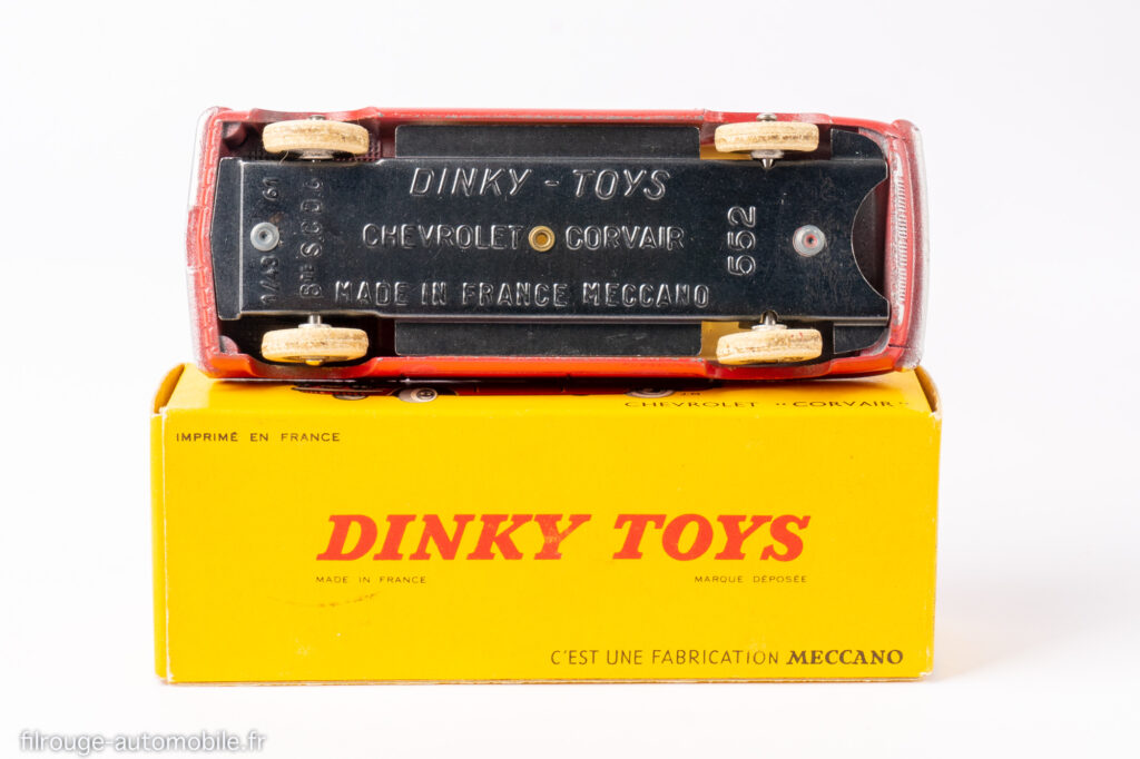 Cevrolet Corvair - Dinky toys réf. 552 - 2ème châssis