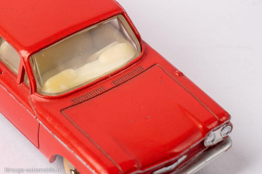 Cevrolet Corvair - Dinky toys réf. 552 - volant plat