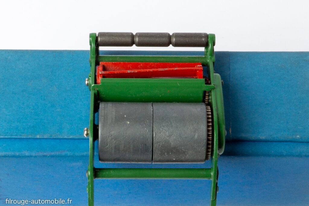 Dinky Toys anglais réf. 751 - Tondeuse à gazon, gros modèle  - mécanisme