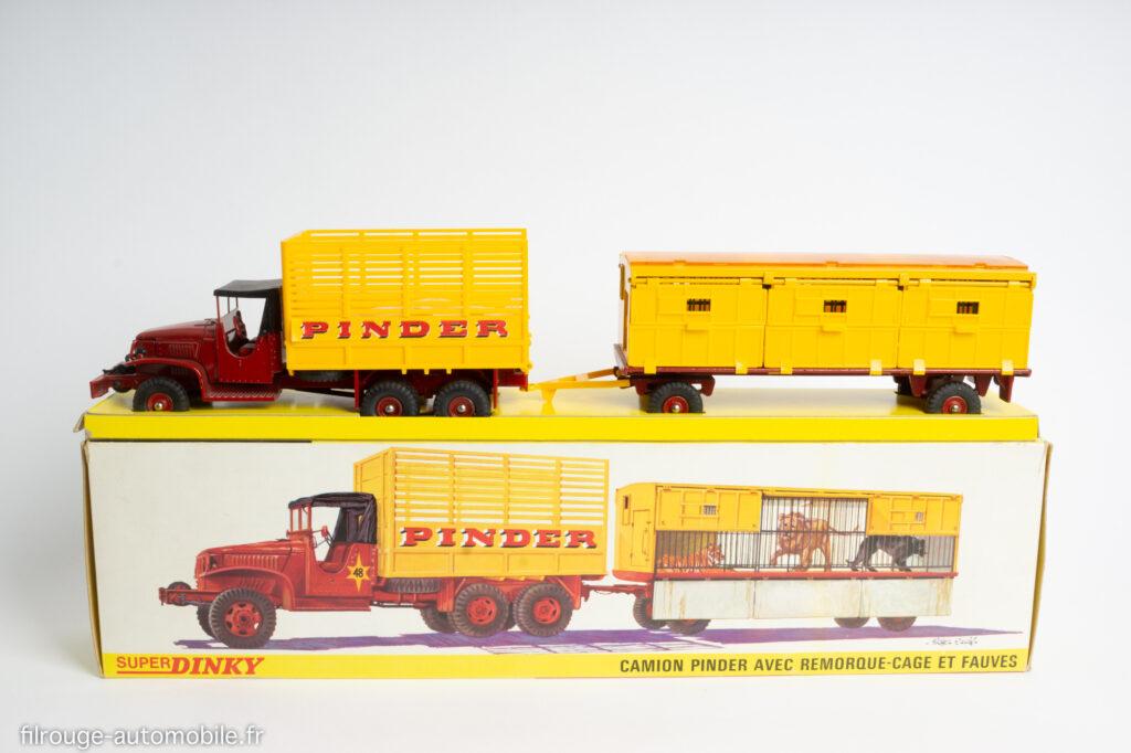 Dinky Toys réf. 881 - GMC CCKW fourragère Pinder avec remorque